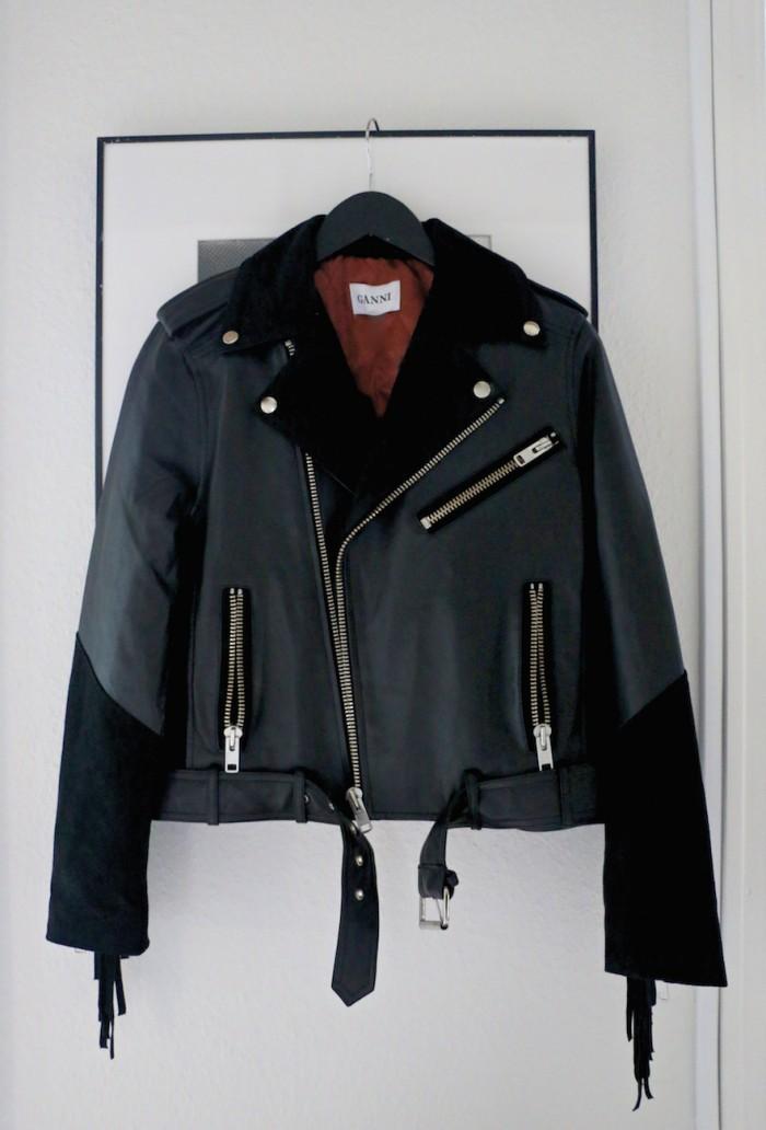 karolinedelaconcha-black-leather