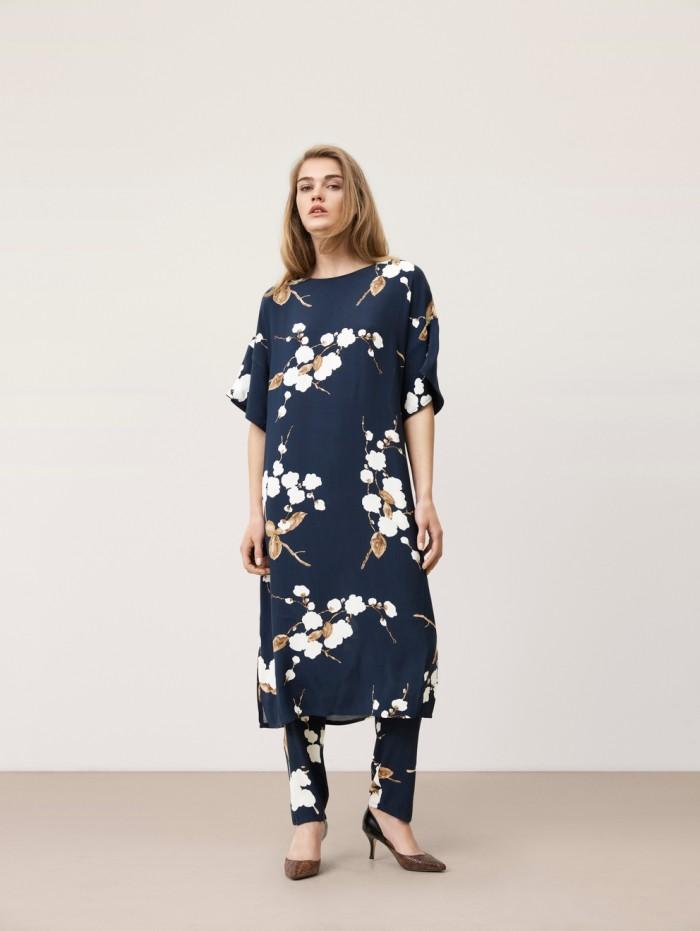Den nya kombon byxa och klänning i samma print kommer vi se mer utav framöver.
